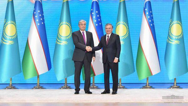 Шавкат Мирзиёев и Касым-Жомарт Токаев открыли год Казахстана в Узбекистане - Sputnik Ўзбекистон