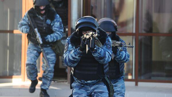 Sotrudniki Rosgvardii vo vremya ucheniy - Sputnik Oʻzbekiston