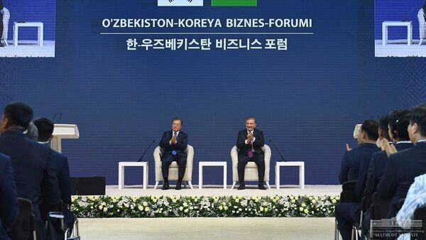 Президенты Шавкат Мирзиёев и Мун Чжэ Ин приняли участие в открытии Узбекско-южнокорейского бизнес-форума. - Sputnik Узбекистан