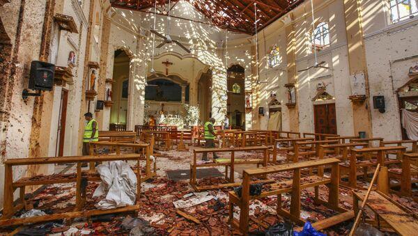 На месте взрыва в церкви Святого Себастьяна в Негомбо, Шри-Ланка - Sputnik Ўзбекистон