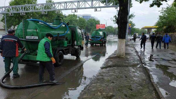 Ликвидация последствий наводнения в Ташкенте - Sputnik Узбекистан