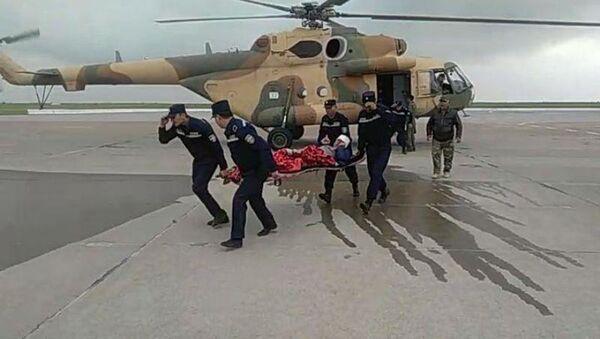 Эвакуация пострадавшего в Кашкадарьинской области вертолетом - Sputnik Узбекистан