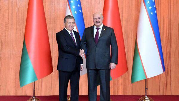 Президент Республики Узбекистан Шавкат Мирзиёев в Пекине провел встречу с Президентом Республики Беларусь Александром Лукашенко - Sputnik Ўзбекистон