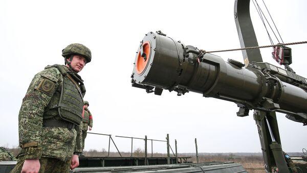 Транспортно-заряжающая машина комплекса Искандер-К с крылатыми ракетами Р-500 - Sputnik Ўзбекистон
