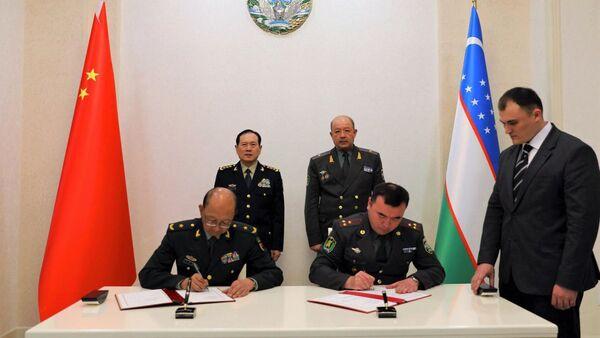Встреча с военной делегацией Китая - Sputnik Ўзбекистон