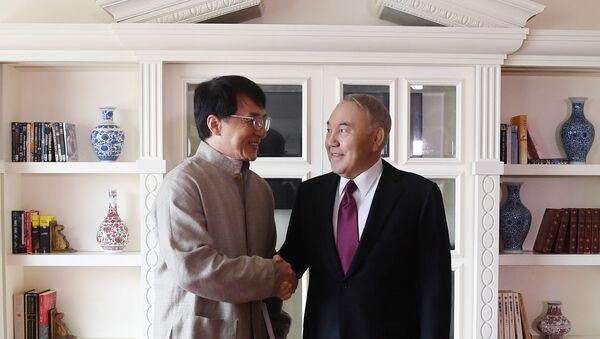 Назарбаев встретился с Джеки Чаном - Sputnik Ўзбекистон