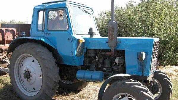 В Ташкенте на 100-летний юбилей ветерану ВОВ подарили трактор - фото - Sputnik Узбекистан