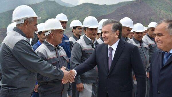 Шавкат Мирзиёев ознакомился с ходом модернизации Тупалангской гидроэлектростанции - Sputnik Ўзбекистон