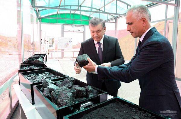 Шавкат Мирзиёев ознакомился с проводимой работой на Шаргуньском угольном месторождении в Сарыасийском районе. - Sputnik Ўзбекистон