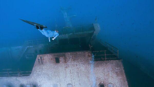 СПУТНИК_Путешествие по затонувшему кораблю на одном дыхании - Sputnik Узбекистан