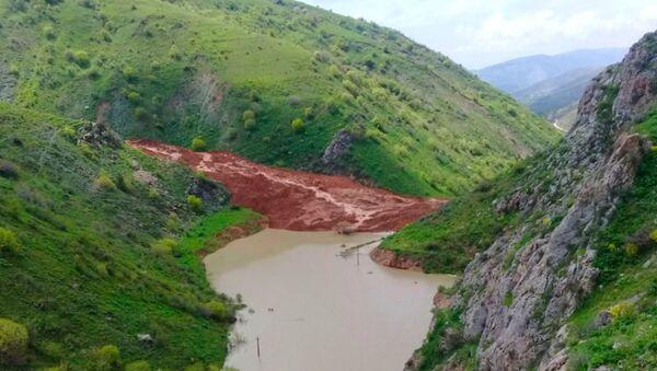 Селевой поток перекрыл реку в Китабском районе - Sputnik Узбекистан