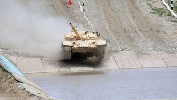 На полигоне Чирчик проходят соревнования среди танковых экипажей - Sputnik Узбекистан