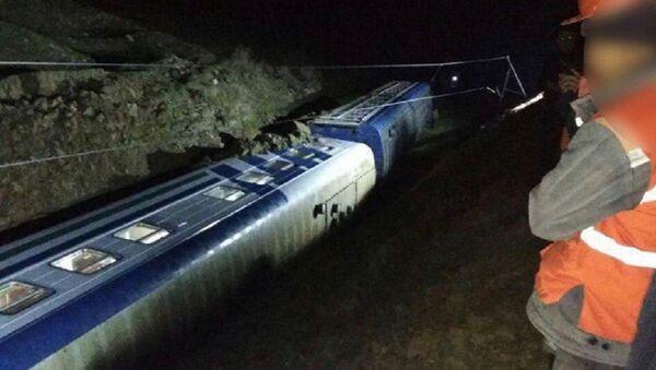 В Кашкадарьинской области оползень сошел на пассажирский поезд - Sputnik Ўзбекистон