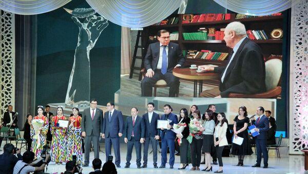 Лучшие журналисты Узбекистана получили Золотое перо - Sputnik Ўзбекистон