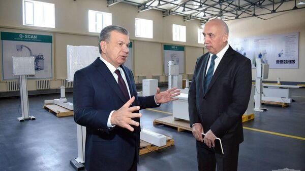 Шавкат Мирзиёев посетил предприятие Listem-Fergana в городе Фергане - Sputnik Ўзбекистон