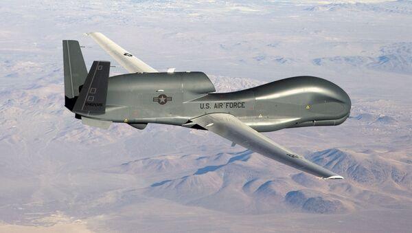 Американский стратегический разведывательный БПЛА RQ-4 Global Hawk - Sputnik Ўзбекистон