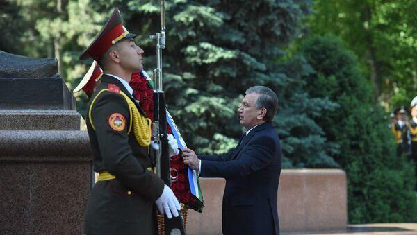 Шавкат Мирзиёев отдал дань уважения памяти предков - Sputnik Ўзбекистон