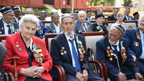 Праздничное мероприятие, посвященное Дню Памяти и Почестей в Ташкентском ботаническом саду - Sputnik Узбекистан
