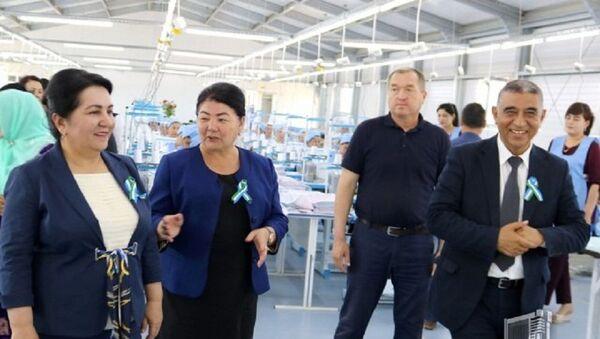 Рядом с домом: швейные предприятия предоставят женщинам рабочие места - Sputnik Узбекистан