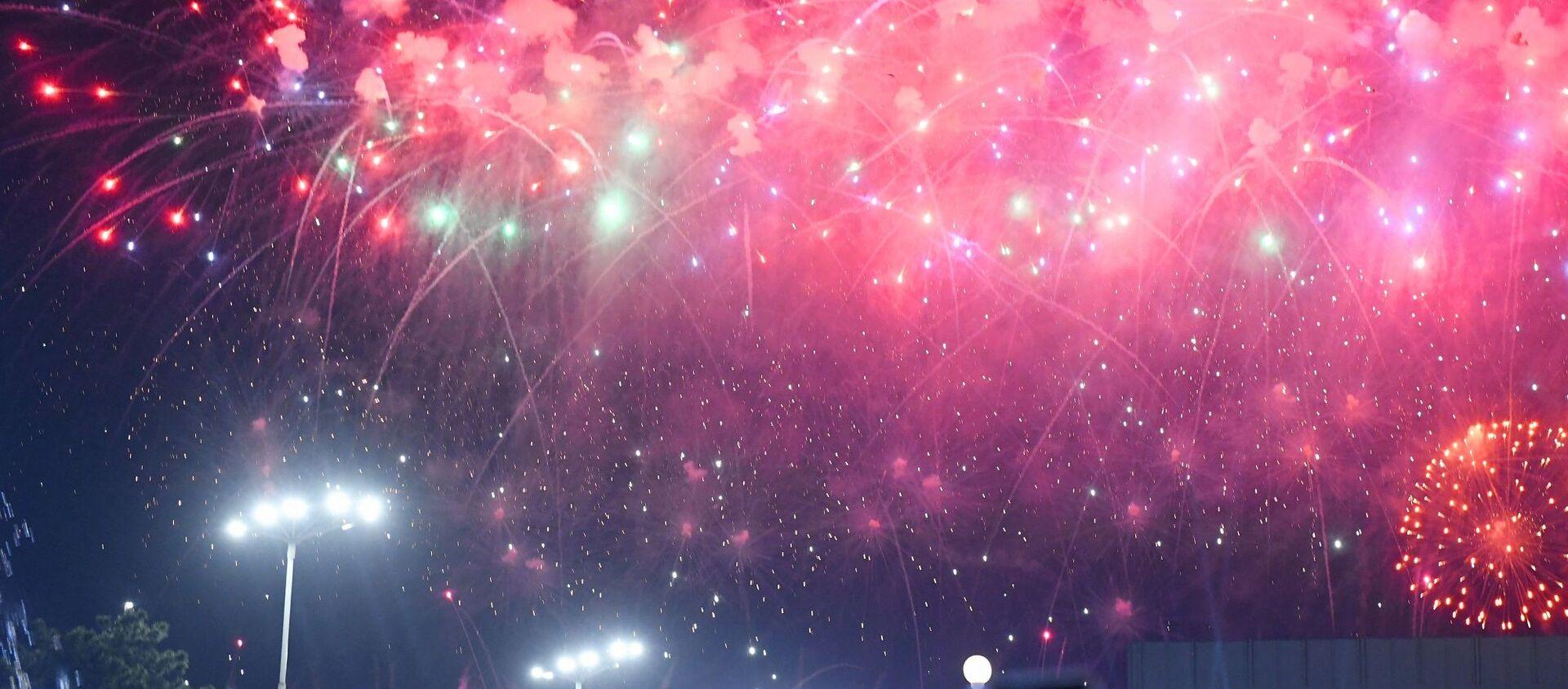 Праздничный салют в честь Дня Памяти и Почестей в Ташкенте - Sputnik Узбекистан, 1920, 09.05.2019