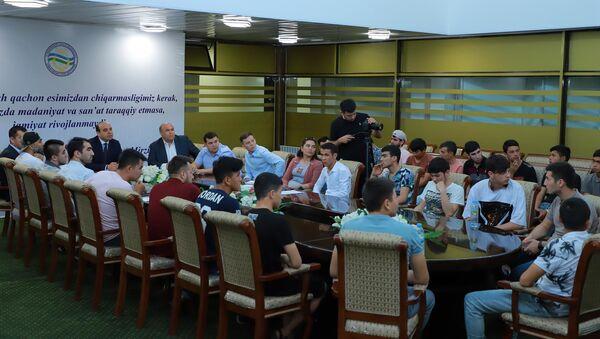 В Ташкенте состоялась встреча с рэп  исполнителями   - Sputnik Ўзбекистон