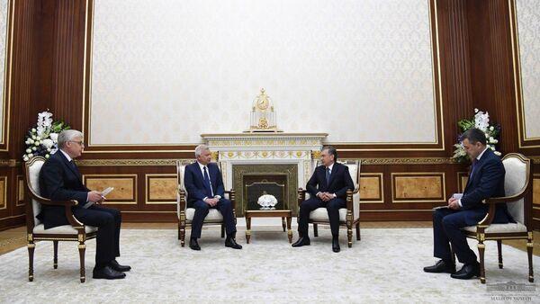 Президент Республики Узбекистан Шавкат Мирзиёев 15 мая принял президента компании Лукойл Вагита Алекперова - Sputnik Узбекистан