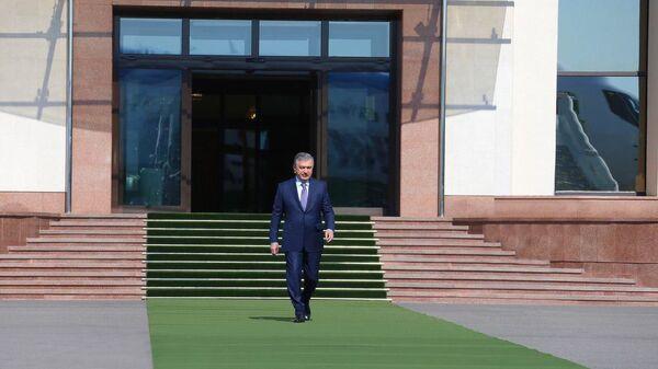 Шавкат Мирзиёев отправился в Андижанскую область - Sputnik Узбекистан