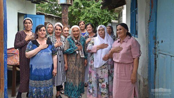 Президент Шавкат Мирзиёев в ходе поездки в Андижанскую область посетил старую махаллю в городе Андижане - Sputnik Узбекистан