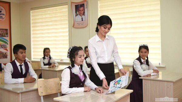 Шавкат Мирзиёев посетил школу имени Мухаммада Юсуфа в Андижане - Sputnik Ўзбекистон