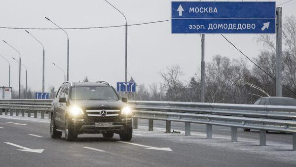 овая транспортная развязка на подъездной дороге к аэропорту Домодедово - Sputnik Узбекистан