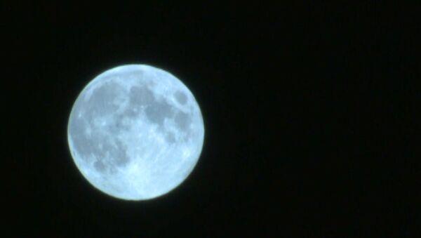 Последняя за десятилетие голубая Луна над Москвой - Sputnik Узбекистан