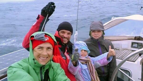 Семья из Новосибирска шестой год бороздит моря и океаны - Sputnik Ўзбекистон