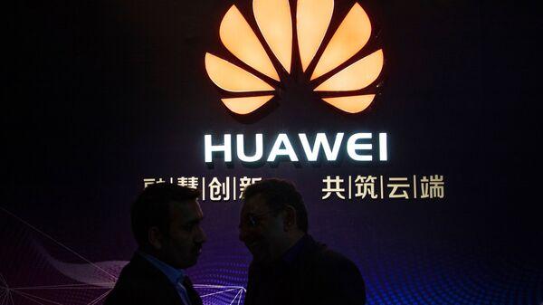 Логотип компании Huawei - Sputnik Ўзбекистон