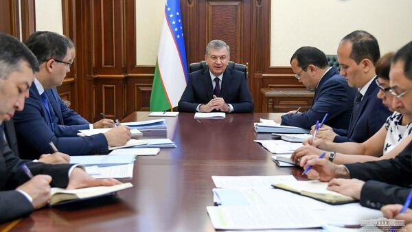 Президент Республики Узбекистан Шавкат Мирзиёев 27 мая провел совещание по вопросам запуска деятельности приемных по рассмотрению обращений предпринимателей. - Sputnik Узбекистан