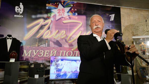 Ведущий телеигры Поле Чудес Леонид Якубович  - Sputnik Ўзбекистон