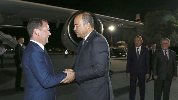 Премьер-министр РФ Дмитрий Медведев прибыл с официальным визитом в Узбекистан - Sputnik Ўзбекистон