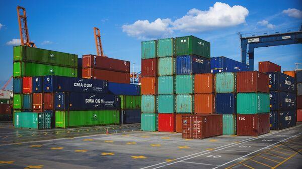 Konteynerы v portu, arxivnoye foto - Sputnik Oʻzbekiston