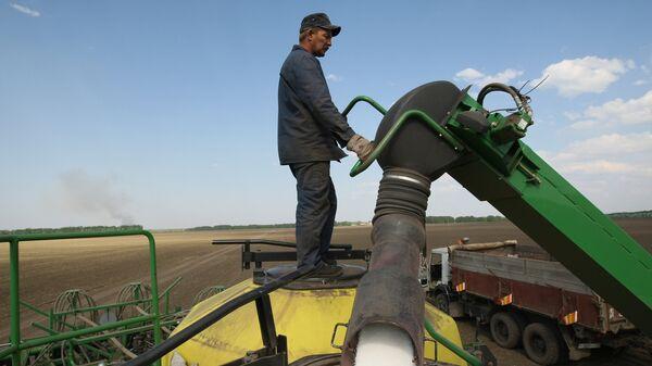 Весенне-полевые работы в Новосибирской области - Sputnik Узбекистан