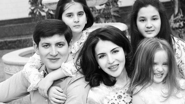 Зять президента Узбекистана поделился семейным снимком в Instagram - Sputnik Узбекистан