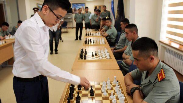 Нодирбек Абдусатторов сыграл с курсантами Академии Вооруженных Сил - Sputnik Узбекистан