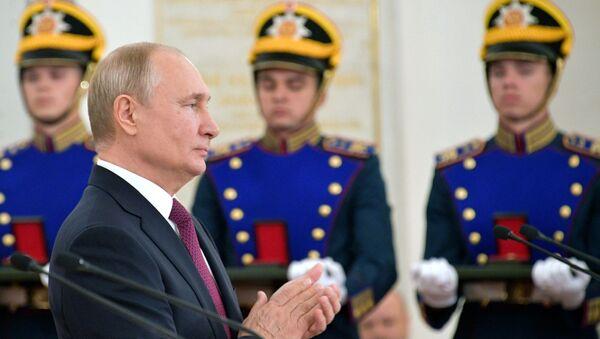 Президент РФ В. Путин вручил Госпремии в Кремле - Sputnik Узбекистан