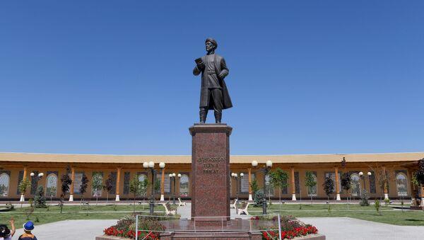 Мемориальный комплекс имени Исхокхона Ибрата  - Sputnik Узбекистан