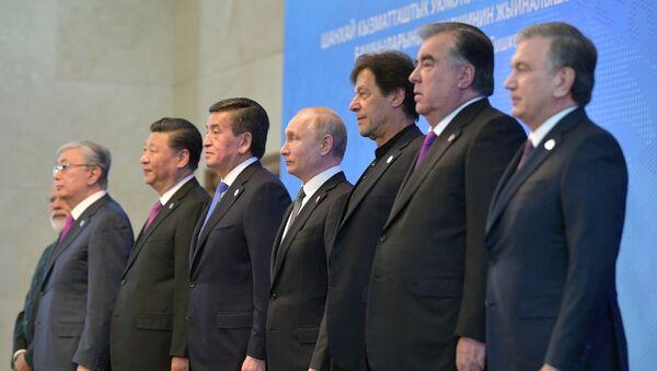 Президент РФ В. Путин принимает участие в заседании Совета глав государств – членов ШОС в Бишкеке - Sputnik Ўзбекистон