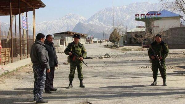 Пограничники на кыргызско-таджикском участке государственной границы - Sputnik Ўзбекистон