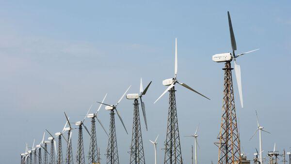 Ветровые электростанции в поселке Мирный в Крыму - Sputnik Узбекистан