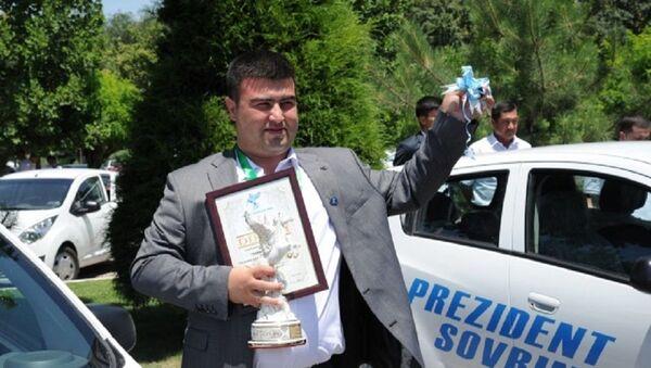Приз от президента: лучший предприниматель года выиграл Spark - Sputnik Узбекистан