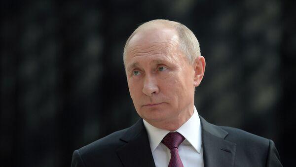 Прямая линия с президентом РФ Владимиром Путиным - Sputnik Узбекистан