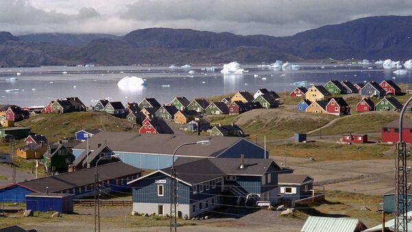 Гигантские айсберги во фьорде в Нарсаке, южная Гренландия - Sputnik Узбекистан