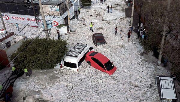Мексиканский город Гвадалахара оказался погребен под слоем льда после сильного града - Sputnik Ўзбекистон