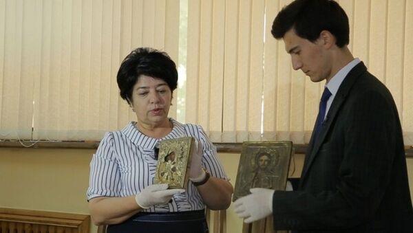 Molodoy uchenыy Muxammadbobur Yusupov (sprava) - Sputnik Oʻzbekiston